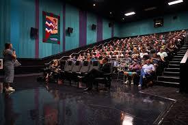 l'attention du public - événement artistique - art cinématographique